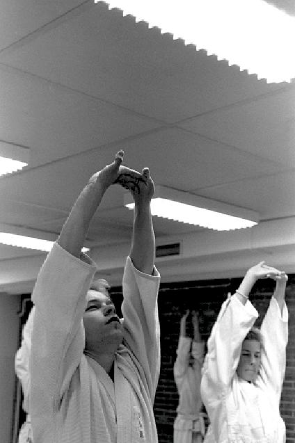 Enighet. Aikido Warmup. Dehnung Atmung.Foto: Stefan Stenudd.