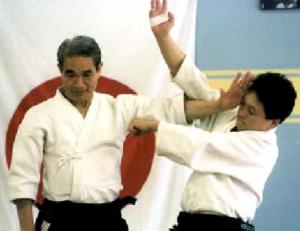 Shoji Nishio, Malmö Lehrgang 1996. Foto: Ulf Lundquist. Aikido Eingang mit Atemi Shomen Uchi.