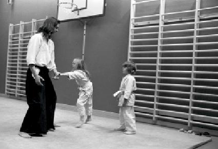 Mikael Eriksson, c. 1973. Foto: Stefan Stenudd. Aikido Kinder Training.